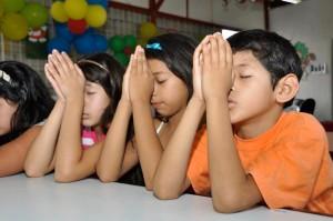 Ecuador-children-praying